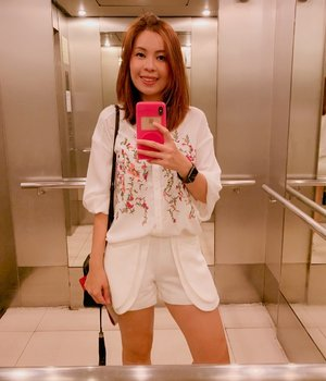 🍊開工大吉🍊 Decked up in white with CNY flowers embroidery top and my favorite scallop shorts!  #clozette #whatfjwore