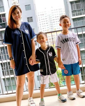 When I don't have a daughter to do twinning shoot. I do tripling with my boys! 📷  outfit @mlb  kids shoes @newbalancesg  my shoes @acnestudios  #sgmum #twinningwithmommy #sgmummy #clozette