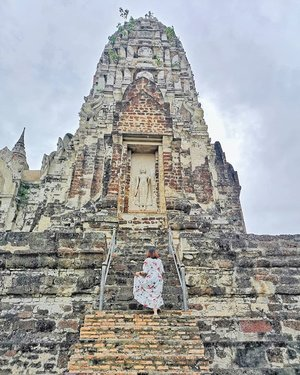 There's something about the ancient ruins of Ayutthaya - the former capital of Kingdom of Siam that's charming with its temples. I recommend it as a day trip or a simple 2 D1N when in Bangkok. ......#ayutthaya#visitthailand #clozette