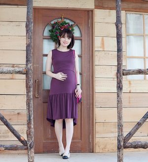 🎁Happy Boxing Day!🎁 In Dia HighLow Nursing Dress from @anneematthew — It's a wrinkle-resistant dress that keeps me comfortable all day and night! #maternityfashion #maternitydress #pregnancyjourney #motherhoodsg