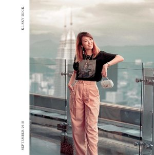 Pair a tee with anything that looks formal and you are immediately in trend. . . . . . #instalike #时尚潮流 #ootd #潮流 #时尚 #sgblogger #fblogger #fashionforward #styleblogger #styling #chictopia @chictopia #fashionlookbook #ootn #fashionphotography #styleblog #패션블로거 #일상 #데일리룩 #outfitau #outfitpost #fashionpost #lookbooksg #lookbookau #popsugar #classyandfashionable #fashiondiaries #clozette #stylexstyle #ellesingapore