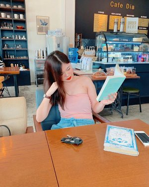 Reads a korean book and smiles 📷 @geeemie . . . . #selfie #ootd #beauty #makeup #instafashion #fashionblogger #travel #lookoftheday #fashiongram #clozette #bloggersofinstagram #fashiontravel #ootdmagazine #igsg #fashionblogger #lookbook #sgdaily #sgblog #photooftheday #instablogger #instasg #igblogger #adventureseeker #editorial #photoshoot #photography #blogph #bloggerbandfam #philippines #igph