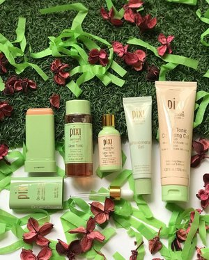 Gonna get my #pixiglowstory ON POINT with these @pixibeauty #skincare items! There's the #pixiglowtonic which is pretty much a cult beauty item and #pixibeauty favourite (I've done an ingredients review of this before!), and also other #pixiglow #skincareproducts - the new On The Glow (which I've also recently done an ingredients lowdown of!), the #glowtonic #serum , the pHnomenal Gel (which I'm quite keen to try!) and the Glow Tonic #Cleansing Gel! I'm not sure which to try first - maybe the Gel! . . . #pixibeautysg #pixibypetra #pixiskintreats #pixiskincare #glowingskin #glowyskincare #skincareproducts #beauty #clozette #skincarejunkie #skincareaddict #skincareaddiction #skincarecommunity #skincareobsessed #skincareblogger #skincareenthusiast