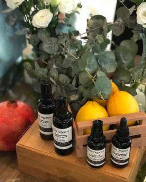 More in Stories |  Local #skincare brand @keworganics has launched 6 new products, and for those who love formulas with plant-based ingredients and thin, lightweight textures, this is a good one to check out! The founder @lilykew77 is also super passionate about #naturalskincare and #organicskincare as well, and it's reflected in the products too. . . . #clozette #keworganics #daretobare #naturalbeauty #naturalskincareproducts #naturalproducts #organicbeauty #organicskincareproducts #organicproducts #organicbrand #decor #skincareproducts #skincarecommunity #skincarelover #naturalbeautybrands #organicingredients #organicproduct #sgbeautyblogger #sgbeautybloggers #sgbeauty #beautybloggers #nofilter #keworganicsskincare