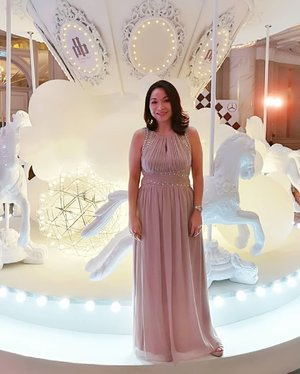 #throwback to the moments of Pin Gala Loved the whimsical funfair fairytale theme ❤️❤️ .. .. .. Swipe ➡️ for pics or check out my stories for highlights 😉 .. .. .. #pinprestigegala #pinprestigemalaysia #chopard #cledepeaubeautemy #drivingperformance #JWMarriottKL #rollwithcarol #clozette