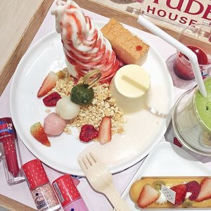 Thanks to @etudehousesingapore's for the Berry Delicious media preview & seriously pretty & yummy @karafuru_desserts! 😍😋🍡💕 Really cute Berry Delicious makeup collection with lip colours that are real lasting, cute nail and blush colours, is coming your way in stores this March! 💁🏻🍒🍓🍇 Etude is also continuing their collab with @ponysmakeup and launching new concealers and Play101 in jumbo sticks, with surprising moisturizing formula that glides on the skin. 👍🏻 Thank you #etudesg for the welcomed sugar high today!😀🤗😘💖 #clozette #playwithetude #bblogger #kbeauty #makeuptalk