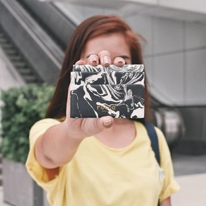Carry your essential cards in this sleek wallet. ✨ Crafted from a special, lightweight, water-resistant material called Rock Paper, the crafty wallet will surely stand out for years!  Get yours at @roccawallet ✨  Shot by @lenehfelix 🙌🏻 #clozette #bloggerbandfam