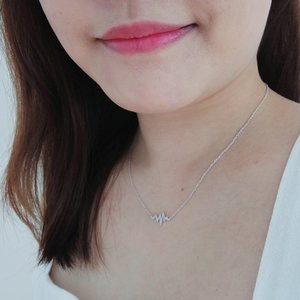 Wearing the @SKEDA_Official Necklace @Scentzlite & @Paw_Paw80 got me as a birthday gift! Love #DaintyJewellery #DaintyJewelry like this, simple and nice. Thank you both my lovelies! 😘  #SKEDA #Jewellery #Jewelry #Clozette #Fashion