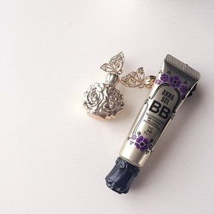 #annasui new illuminating BB cream in #01. At first swatch, I wasn't quite impress by the formula as it made the fine lines on my hand look pretty obvious. It wasn't until I tried wearing it on my face yesterday and today, I was amazed by how soft yet creamy with excellent coverage it has. I'm always on the lookout for bb cream that can replace the usual foundation routine and this is one that does so. Not only is it very hydrating, it does well in giving a glowing radiance look, very long lasting so I don't even need to set it with powder! I'm truly truly sold!  Priced at only $39 I high recommend ladies out there to try this out. Available at Isetan Scotts and BHG bugis. #annasui #annasuisg #luxasia #luxasiasg #sgigbeauty #sgigmakeup #clozette #bhg #isetan