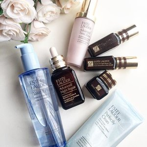 #EsteeLauder Advance Night Repair or ANR in short. Brought the whole set over and over again, on my second bottle of the eye serum.  Use this at night to repair my overly dry skin. I recently tried the advance time zone oil-free moisturizer and I'm hooked! Another #takemymoney product.. 😂 this is so good!! It smells/feels/glides on perfectly, love it so much I'm using it day and night, almost 1/2 is used now😣 so I'm using it sparingly. The perfectly clean cleanser is good too! But I only use it once ever 2 days. #esteelauder #esteelaudersg #esteelaudersingapore #bcastrength #anrecovery #clozette #sgigbeauty #sgigmakeup