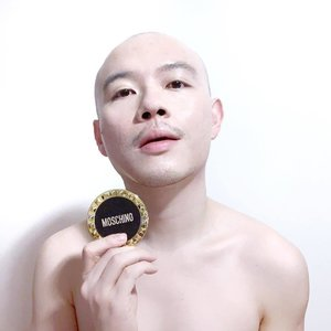 "🦁🦁🦁 With increasing fashion brands coming out with their take on ""boy makeup"", which is the one branded marketing campaign that left the most impression on you? . Feat: Tonymoly x Moschino Chic Skin Cushion SPF50+ PA++++ in shade 01 Chic Vanilla"