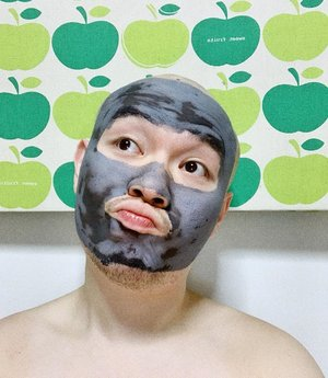 Love the mask, hate the waiting. Love the charcoal, hate the..nothing really. 🦁 —— #FreemanBeauty #FreemanBeautySG #Maskfie #Clozette #Skincare