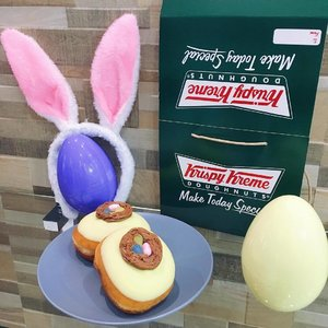 Hippity-hop! Received this sweet surprise from @krispykremeph . Have the most pastel pretty Easter celebration with their newest collection of doughnuts for Easter. Try the 4 different flavors, ong these is the Easter Eggs, a lemon flavored chocolate coated doughnut with chocolate creme nest filled with Jelly Belly candies. 🍩 It's only P55 a piece so hop over to their nearest store or have it delivered online at now.krispykreme.com.ph or @grabfoodph or call 79000! 🤗 #food #foodie #foodblogger #yellowyum #msyellowyum #lifestyle #lifestyleblogger #blogger #manilablogger #foodbloggerph #lifestylebloggerph #youtube #youtuber #youtuberph #clozette #vlogger #vloggerph #pinayvlogger #bloggerph #foodblogger