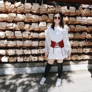 #throwback to autumn when I could wear a long sleeved dress and put on a furry hoodie and it'd be perfect!!! Right now in Tokyo, I feel like a stick of butter melting away whenever I step out anywhere 😂😂😂. #明治神宮前 #明治神宮 #meijishrine #tokyo #東京