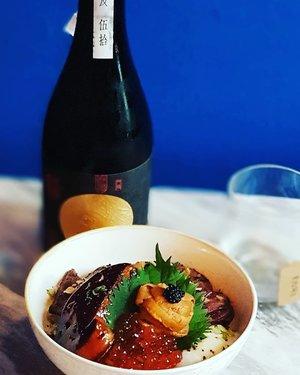 Amazing Umami bomb, a fully-loaded fluffy rice bowl of Uni, Foie Gras and Wagyu Beef with Onsen Egg.  #clozette  #foodspotting #iweeklyfood #fooddaddict #foodgasm #foodpic #sginsta #sgeats #foodshare #nomnom #igersgs #foodporn #yummy #foodsg #burpple #sgfood #sgfoodbloggers #sgfoodies #igfoodies #cooljapan #rice #uni #beef #japanesefood