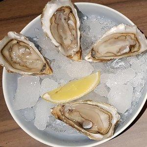 $2 oysters at Frapas Bar.  #clozette #foodspotting #iweeklyfood #fooddaddict #foodgasm #foodpic #sginsta #sgeats #foodshare #nomnom #igersgs #foodporn #yummy #foodsg #burpple #sgfood #sgfoodbloggers #sgfoodies #igsgfoodies #seafood #oysters