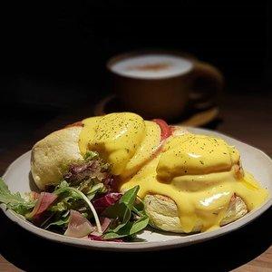 A fluffy Eggs Benedict breakfast at Tamon Cafe in the Edo-era Higashi chaya District of Kanazawa, Japan.  #clozette #foodspotting #iweeklyfood #fooddaddict #foodgasm #foodpic #sginsta #sgeats #foodshare #nomnom #igersgs #foodporn #yummy #foodsg #burpple #sgfood #sgfoodbloggers #sgfoodies #igfoodies #kanazawa #Japan #japanesefood #eggs