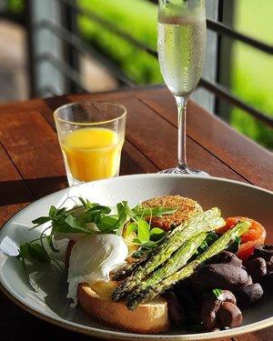 Champagne breakfast st Petersons Winery after hot air ballooning.  #clozette #foodspotting #iweeklyfood #fooddaddict #foodgasm #foodpic #sginsta #sgeats #foodshare #nomnom #igersgs #foodporn #yummy #foodsg #burpple #sgfood #sgfoodbloggers #sgfoodies #igsgfoodies #ilovesydney #newsouthwales  #champagne #breakfast