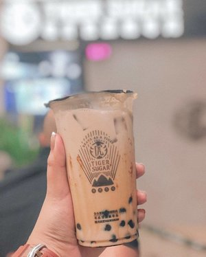 Whenever a new milk tea spot pops up, I'm always curious about whenever it lives up to the hype or not. I tried @tigersugarphilippines 's bestseller, Brown Sugar Boba Milk with Cream Mousse! I think it is worth the hype and pearls in particular were perfect! It's a creamy cup of goodness😍