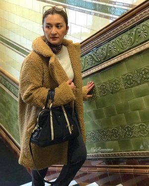 #IHaveAThingForTiles especially when they're vintage and steeped in history. • • @cornexchangemcr was originally built in the 1800s. It was damaged in an IRA bombing in 1996 but recently restored and redeveloped into a dining destination. • • #MyRomana #clozette #fashion #stylediaries #over50fashion #instafashion #over50style #fashionstyle #instastyle #wiwt #outfitoftheday #ootd #instadaily #wanderlust #igfashion #manchester #cornexchangemanchester @ilovemanchester