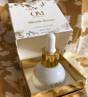 @omskincare Miracle Serum cos that's what I need. A miracle. My tired and stressed out skin seriously needs an overhaul in 2017 New pigmentation appeared out of nowhere, congested on my t-zone area etc Jet lag & allergies aren't helping either  #NeedAholidayAfterMyHoliday ____  A unique combo of Peptides and botanical extracts to aid aging skin, reduce appearance of fine lines and give a radiant glow. It promises to restore, repair and revive my tired skin & help with my main concern: hyper pigmentation  _______  #omskincare #skincare #beauty #spaceNK @spaceNK #MyRomana #clozette #luxuryskincare #luxurybeauty
