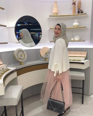 At the spacious new @Dior #DiorBeautyBoutiqueMidvalley Makeup, skincare, facial cabin(soon), @diorparfums #MaisonChristianDior, #DiorMitzah, accessories and small leather goods(soon). You can collect Dior points with purchases made here. Skirt: @eldidha • • #MyRomana #MyRomanaDior #Clozette #Over50style #MatureFashion #ModestFashion #TulleSkirt #StyleDiaries #FashionDiaries #Over50Fashion #DiorMy