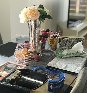 Hiya! This is my current happy place. Check out my cup noodle containers where store my brushes.🍜 • • I M P R O V I S E • • #FromWhereIstand ##over50beauty #MyRomana #Clozette #overfiftybeauty #maturebeauty #matureskin #maturestyle #maturemakeup #overfiftystyle #over50style #fashionover50 #agelessbeauty #agelessstyle #fiftyplusandfabulous #womenoverfifty #beautyisageless #agelessstyle #over50andfabulous #style #fashion #stylediaries #fashiondiaries #ageinggracefully