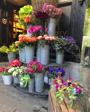 """Where flowers bloom, so does hope."" • • • • #MyRomana #LadyBirdJohnson #clozette #LibertyLondon @libertylondon #wanderlust #lifestyle #flowers #fiore #thisislondon #londonlife #flowershop #floristry"