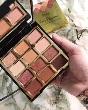 Luckiest gal in the world! My friend gifted me this gorgeous @milanicosmetics Pure Passion Eye Shadow Palette. Lustrous rose golds & warm berry hues. The shades look stunning up close. Fyi I've not checked out the local Milani concession stand at selected @watsonsmy But fyi I do like their blushers, single eye shadows and foundation. 🖍Made in USA 🖍Some shades may contain Carmine • • • #MyRomana #Clozette #ClozetteAmbassador #MilaniCosmetics #MilaniCosmeticsMalaysia #MatureMakeup #DiscoverUnder100k #BeautyLover #MakeupCollection #EyeShadow #BeautyBlogger