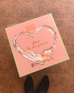 """#FromWhereIstand Happy mail from @pixibeauty  filled with skincare for a well deserved """"Pixi Me-Time"""". 🧚🏻♀️ 🧚♂️ Why wait till Sunday cos every day is """"self care"""" day in my world. 🧚🏻♀️ 🧚♂️ 🧚🏻♀️ 🧚♂️ #MyRomana #MyRomanaPixi #MyRomanaSkincare #clozette #PixiSkincare #PixiByPetra #SkinTreats #Over50beauty #MatureSkin #beautycommunity #PixiByPetra #PixiBeauty #PixiBeautyMy #SephoraMy"""