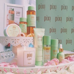 @pixibeauty wove some pretty magic✨ I'm way too excited for their new drops and here are some thoughts: 🌷Rose Glow Mist: love the high infusion of oils of olive, avocado and anise to not just hydrate but nourish with each spritz 🌷Rose Ceramide Cream: not just gloriously scented, it packs rose flower oil, Ceramide NP and probiotics for great skin health. Lightweight texture great for a pre-makeup prep 🌷H20 skintint tinted face gel & Pataway concealing base: I am rightly obsessed. Although listed as a tint, it boasts pretty good coverage when I tried it on my red patches; the concealer is tres creamy and melts right in upon blending! 🌹🌹🌹 Dulce Candy palette and Pixi Glow Blush: THIS. Gorgeous wearable shimmer shades and highly pigmented blushes that's insane. Next post needs to be dedicated specially to these palette babies... . . . #clozette #slaytheflatlay #makeuptalk #makeupjunkie #skincaretalk #skincarejunkie #beautytalk #ontheface #instabeauty #beautynews #makeupdolls #Pixibeauty #makeupaddict #sephorasg