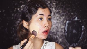 Gatsby makeup tutorial😁😁 using @focallure pouch set from @aboutherid : Highlight stick 02, loose powder 02, eyebrow powder 03, eyeliner, mascara, eye shadow 03, lipstick 01, baked blush 05  Crazy high cover foundie : @lagirlindonesia @lagirlcosmetics Pro Matte soft honey + medium beige . @tampilcantik @indobeautygram @indovidgram #tampilcantik #ivgbeauty #indobeautygram #clozette #clozetteid #beautyjunkie #beautyjunkies #instamakeupartist #makeupporn #motd #makeuptutorial #beautyenthusiast  #makeupjunkie #makeupjunkies #beautyvlogger #wakeupandmakeup #hudabeauty #featuremuas #lagirlindonesia #lagirl #focallure #undiscovered_muas #hypnaughtymakeup