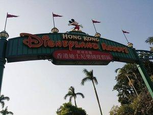 @hkdisneyland was an extraordinary experience. I wish to go back here again.💖✨ #hongkongdisneyland #hongkong #disneyland #clozette