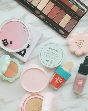 Favorites from my previous 🇰🇷 haul! Especially the @banilaco_official's gradation blusher and @stylenanda_korea's duo shadow! What's your favorite 🇰🇷 makeup brand? #makeupwithlyn