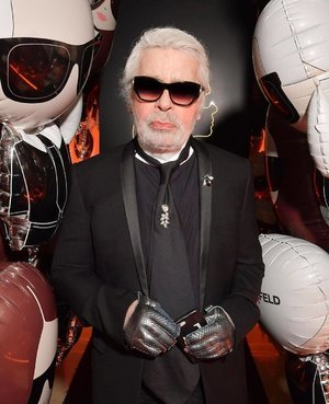 Here's to 7 decades of the legendary fashion icon - Karl Lagerfeld has passed away at the age of 85 due to poor health. (Photo by: @karllagerfeld) #Clozette