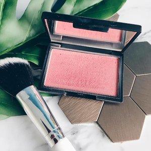 Perfect rose gold blush @sleekmakeup with the perfect white brush @colourpopcosmetics  #clozette #clozetteid #beauty #beautyblog #igbeauty #bblogger #bbloggers #blogger #instablogger #instablog #beautyaddict #cosmetics #clozettedaily #clozetteinsider #clozetteco #clozettesg #sleekmakeup #sleekcosmetics #rosegold #blusher