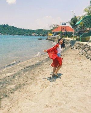 Chasing the sun ☀️....#photooftheday #whiterocksubic #whiterockbeach #beach #beach🌊 #beachlife #photography #summer #summer2017 #follow #like4like #tagsforlikes #instalike #likeforlike #follow4follow #followforfollow #l4l #instafollow #likeforfollow #likeforlikes #20likesfor20likesback #likeback #likes4likes #followher #followhim #pleasefollow #like4follow #teamfollowback #clozette @clozetteco