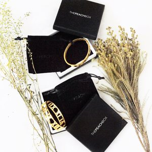 Thank you @thepeachbox for sending these two bangles over. They came in such sleek packaging which were so gorgeous! Quote