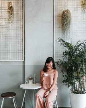 Back to one of my favourite & most aesthetically pleasing cafes, imo ~ jewellery from @byinviteonlystore and full outfit from @hervelvetvase ✨ #clozette