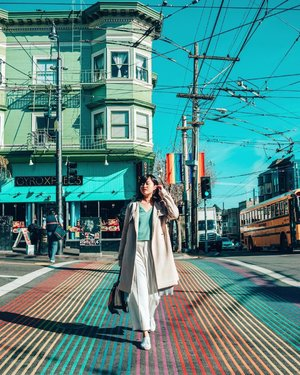 Definitely my favourite street in San Francisco 🌈 — wearing @theclosetlover and they're now having 10% off storewide online and in-store. The top that I'm wearing is an upcoming piece that's also entitled to the discount! ✨ #tclootd #theclosetlover #freedomtolove #cassiforniawithritzy #clozette