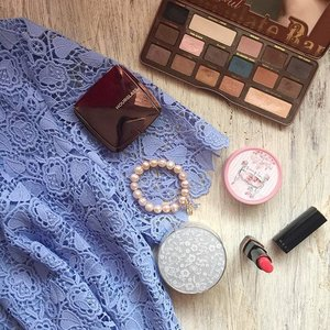 Blue lace and right orange Hera lipstick! 💙😄 #moodlight #heramakeup #hourglassambientlight #hourglass #sephora #sephoramy #bluelace #banilaco #motd #makeuplover #makeupheaven #makeupobsessed #banilacocccream #toofaced #toofacedsemisweetchocolatebar #eyeshadow #etudehouse #shinjupearls #flatlays #flatlayoftheday #stilllifephotography #toofacedcosmetics #clozette #beautyblogger #beautyreviews #beautyobsessed
