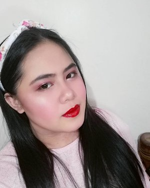 Vacay Mood 🏖️ . . . . . . . . #makeup #makeupph #clozette #glow #summer #vacay #beach #aura #glossy #glassskin #red #lipgloss #kbeauty #korean #aesthetics #tumblr #sun #sunset #mood #vibe #headband #pink #black #undiscovered_muas #