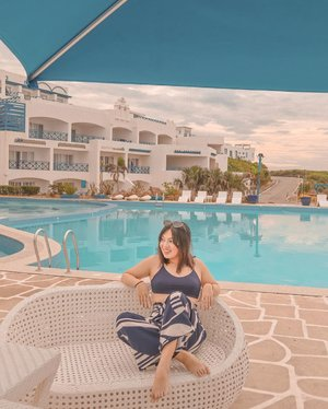 Chill by the pool with me? 💙 #clozette #PatrishWears #PatrishTravels