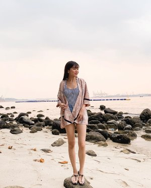 Some of the best moments are spent on the beach ☺️🏝☀️ // Wearing Kagura Kimono from @neonmello // #neonmello