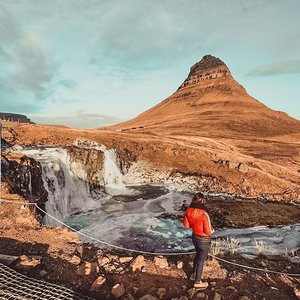 The most photographed mountain in #Iceland, #Kirkjufell, and I can see why! It's really symmetrical and unique looking. 💡The best view of Kirkjufell is from #Kirkjufellsfoss waterfalls and you can do road trip to the #Snæfellsnes region and complete it along with other sites within a day. . #EstherwandersxIceland