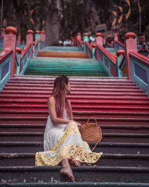 The happiest staircase ever! 🌈 . I've always wondered what inspired the creation of Batu caves, especially the color scheme . #EstherwandersxMalaysia #batucaves