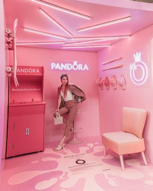 In a Barbie world,🧁😎 the #Pandora Pink Pop Up . Stand a chance to win $500 Pandora vouchers!  All you have to do is: ☑Snap a pic of yourself / you and your friends in the pink pop up ☑Caption should include #whatdoyoulove and post the pic to your Instagram ☑Visit Pandora Raffles City store to show them your post and you will get to play the claw machine to win exciting gifts from now to 02 Oct! . #whatdoyoulove #ShotforPandora