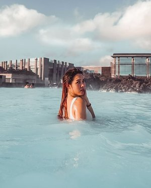 Guys, if u ever visit the #bluelagoon, u HAVE TO apply conditioner to your hair before going into the water. I didn't, and regret soooo much cause the minerals built up in my hair and my hair became crazy dry and tangled. I couldn't get it back to my normal state even after a month of hair masks and conditioners!  #EstherwandersxIceland #bluelagooniceland