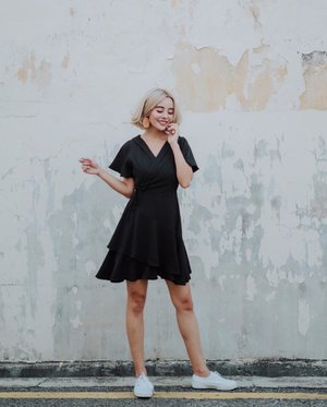 When in doubt, I always throw on a black #LBD 🏴 Dress by @thestagewalk ♥️ . . . #clozette #ootdfashion #thestagewalk #fashiongram #lookbook #wiwt #whowhatwear #sgonlineshop #ootd