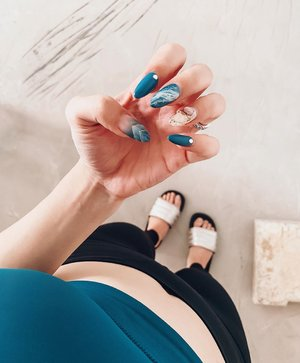 Now, who says gym-goers need to pass up on polygel nails? 🥳 this set is designed by @flamingoplayground 💙 Theme #aquaholic for the month of September! . . . #nailsofinstagram #clozette #instanails #nails2inspire #nailartswag #sgbeauty #beautygram #nailsofthemonth #beautybasics